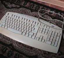 Две клавиатуры: мультимедиа и компьютерная бу в хорошем состоянии - Периферийные устройства в Краснодаре