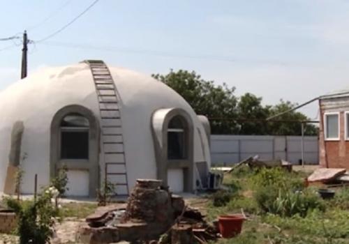 """Чудо-дом в виде """"летающей тарелки"""" построил под Краснодаром архитектор-любитель ФОТО"""