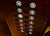Жильцам многоэтажки в Геленджике отключили лифты из-за желания поменять УК, фото — «Рекламы Геленджика»