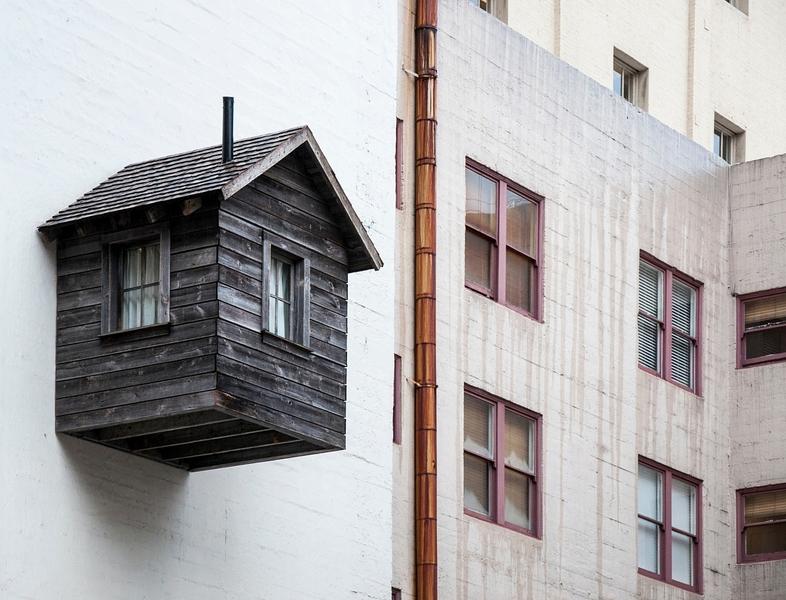 Купить на миллион: домик в глубинке Кубани и кладовка в столице