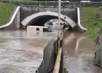 Дождь забрал миллионы: в Кропоткине утонула инкассаторская машина с деньгами ВИДЕО, фото — «Рекламы Кропоткина»