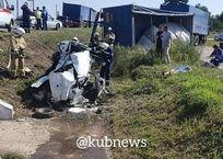Женщина-водитель погибла под Кропоткиным, врезавшись в КамАЗ, фото — «Рекламы Кропоткина»