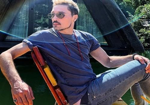 Дима Билан поймал руками рыбу в Геленджике