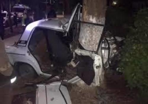 В Белореченском районе «Приора» врезалась в дерево, двое погибли