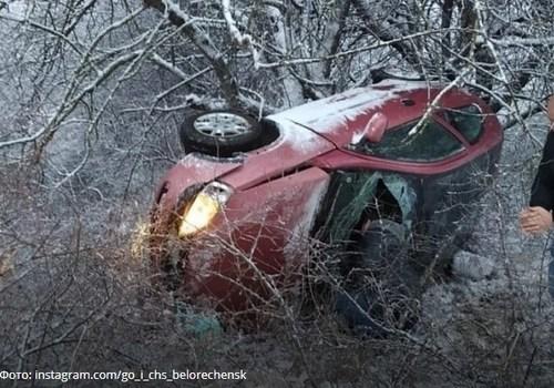 В Белореченском районе опрокинулась иномарка