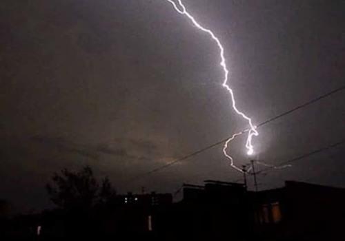 В Белореченске удар молнии оставил без света 1,8 тыс. человек