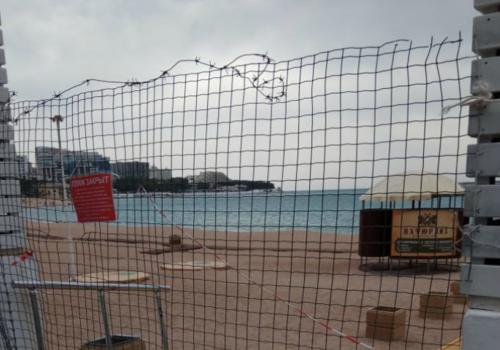А как же конституция: от геленджичан колючей проволокой закрыли пляжи