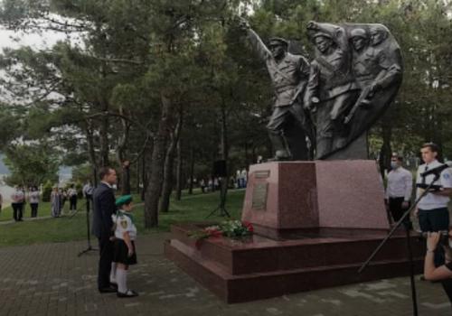 Вениамин Кондратьев открыл в Геленджике памятник куниковцам