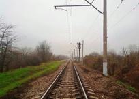В Крымском районе школьники натянули между рельсами шланг и ждали поезд, фото — «Рекламы Крымска»