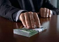 Средняя сумма взятки в России превысила 200 тыс рублей, фото — «Рекламы Апшеронска»