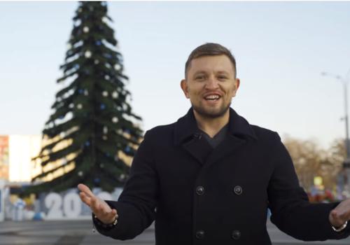 «Цыгане, медведи и балалайка»: бизнесмен, украсивший главную елку Краснодара, пригласил горожан на открытие