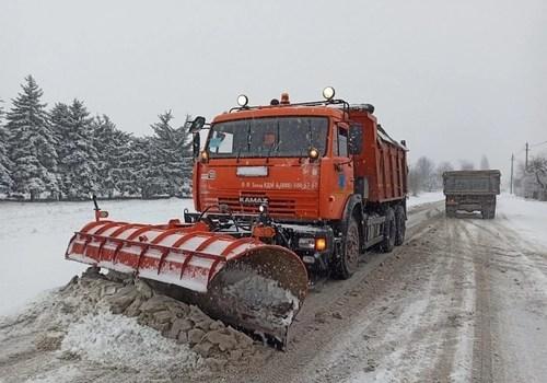 Трассы Краснодарского края очищают 200 снегоуборочных машин