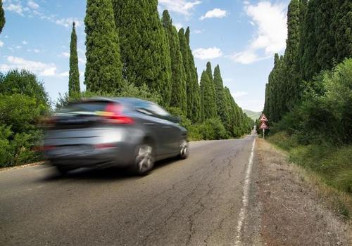 С 1 мая купить и продать авто с пробегом можно будет через Госуслуги