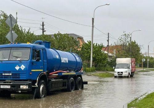 В Краснодаре сильный дождь подтопил 12 улиц