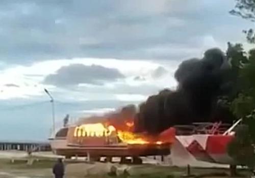 Опубликовано видео с горящим катером на побережье Туапсинского района ВИДЕО
