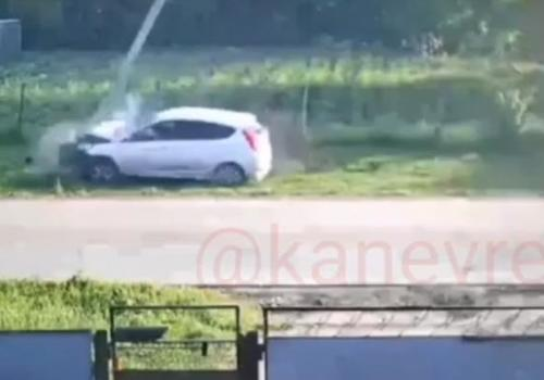 Две школьницы на иномарке снесли электроопору на Кубани