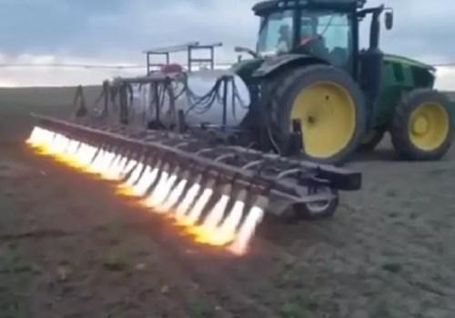 Адская машина: на полях Кубани заметили чудо-сельхозтехнику ВИДЕО