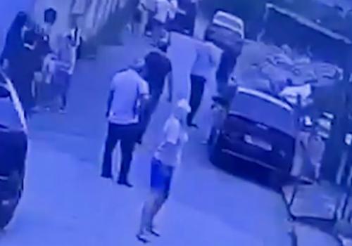 Baza опубликовала видеозапись момента расстрела приставов в Адлере (18+)