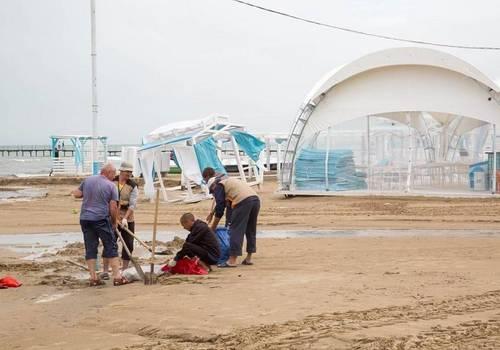 На Кубани из-за сильного дождя размыло пляжи Анапы, повреждена инфраструктура