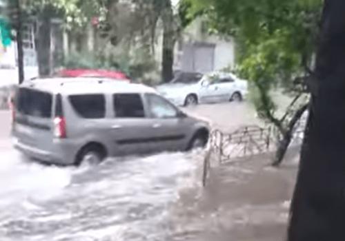 Непогода не прекращается: Сочи снова «плывет» (Видео)