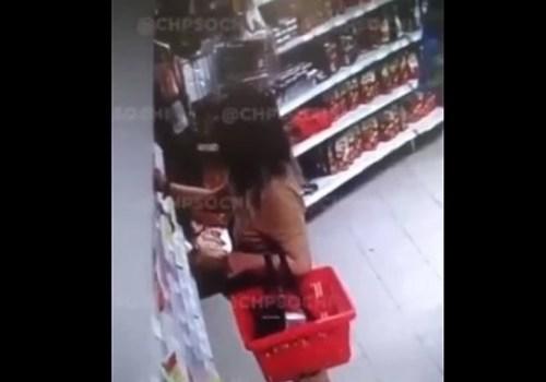 В Краснодарском крае девушка украла из магазина кофе с шоколадкой, спрятав их между ног ВИДЕО