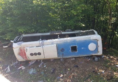 Автобус перевернулся на Кубани: десятки пострадавших ВИДЕО