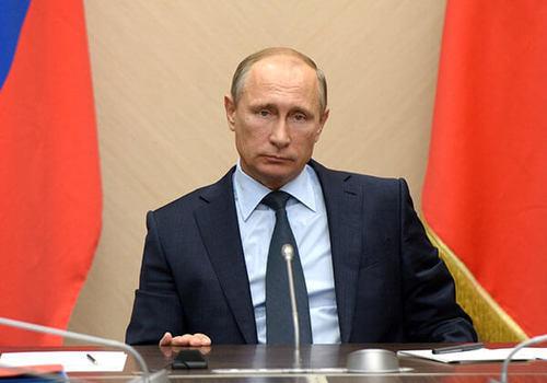 Путин поручил начать «школьные» выплаты на две недели раньше