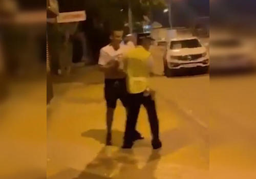 На Кубани мужчина атаковал полицейского, перекинув его через бедро ВИДЕО