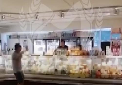 В торговом центре Адлера пьяный мужчина угрожал покончить с собой ВИДЕО