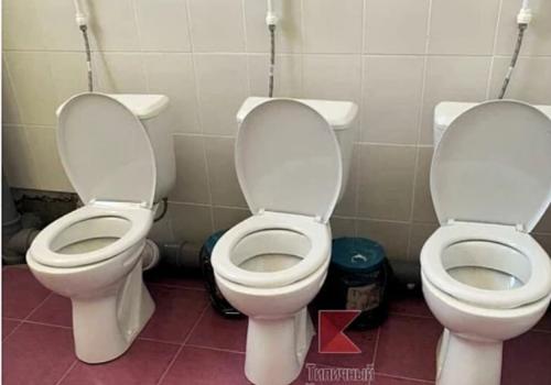 «Это какой-то извращенец придумал?»: туалет без дверей и ограждений в одной из школ Краснодара возмутил пользователей Сети