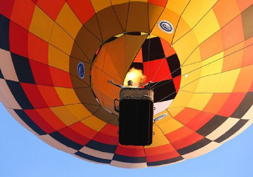 В Сочи воздушный шар с людьми сорвало с троса и отнесло в море ВИДЕО