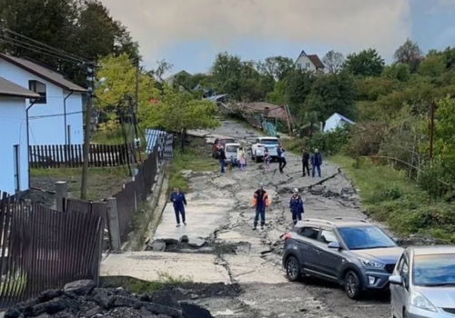 30 человек, 10 из которых - дети, эвакуированы из зоны схода оползня в Сочи