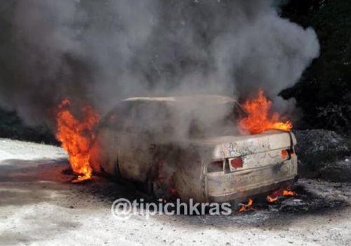 Под Геленджиком водитель разозлился на свою машину и сжег ее ФОТО, ВИДЕО