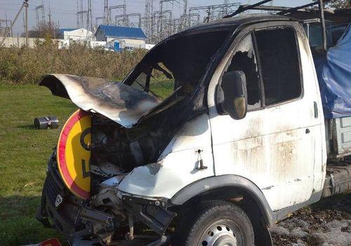На Кубани «Газель» столкнулась со школьным автобусом и загорелась
