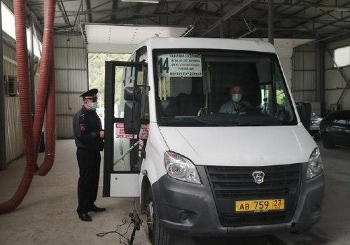 В Туапсе обнаружили опасные для пассажиров автобусы
