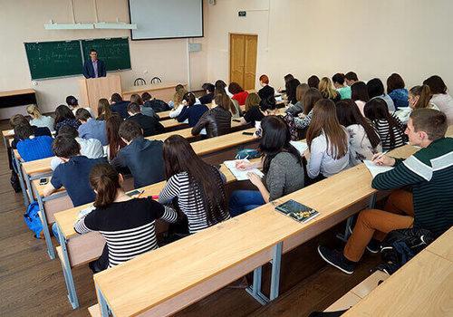 Минобрнауки РФ предложило временно перевести студентов на удаленку
