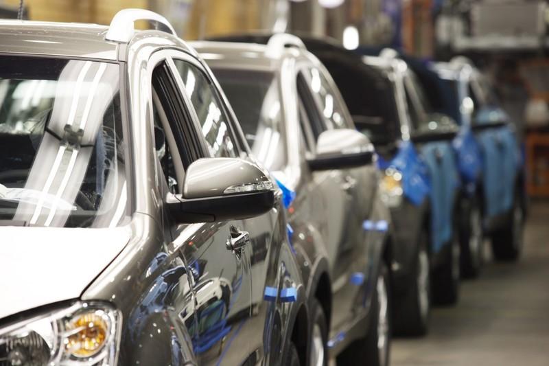 Продажи новых машин на Кубани упали почти вдвое