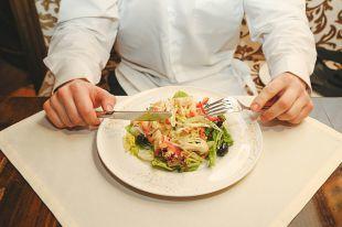 Новогодний стол: салаты, в которых всего 3 ингредиента