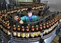 Не знаешь, как оставить отзыв о курортах Крыма? Купи бутылку пива и звони в Минкурортов, фото — «Рекламы Алупки»