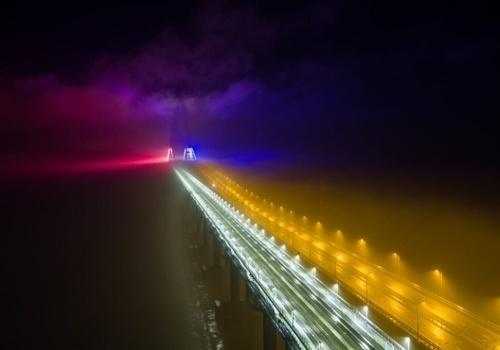 На Крымском мосту впервые зажгли новую подсветку