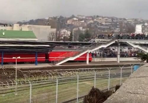 Первый пассажирский поезд из Санкт-Петербурга прибыл в Севастополь ВИДЕО