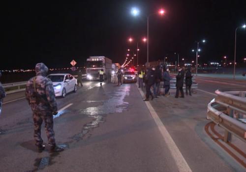 На Крымском мосту разворачивают тех, кто не может объяснить, зачем едет в Крым