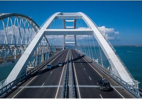 Туристов могут начать тестировать на COVID-19 на Крымском мосту