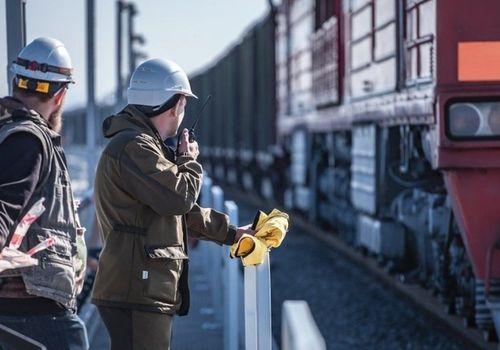Из Севастополя отправился первый товарный поезд для запуска по Крымскому мосту