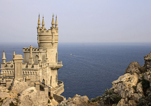 В Крыму открыли обновленное Ласточкино гнездо