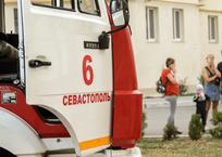 На пожаре в многоквартирном доме в Севастополе погибла женщина, фото — «Рекламы Севастополя»