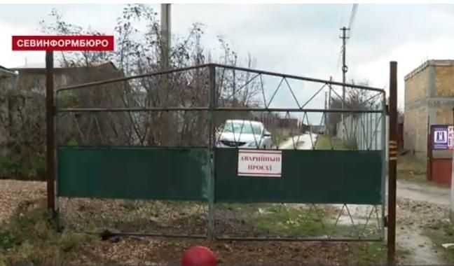 Проезда нет: в Севастополе жители Фиолента жалуются на незаконные шлагбаумы