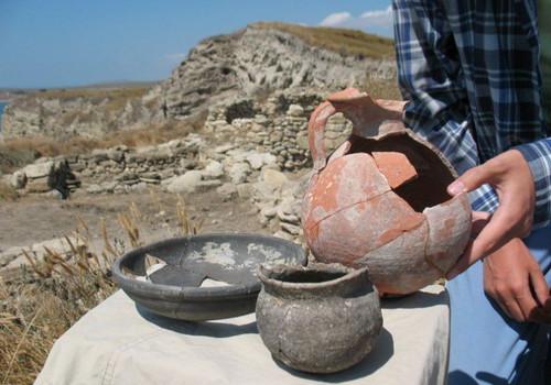 На западе Крыма обследуют загадочную башню IV века до нашей эры