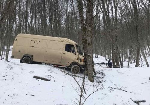 В Крыму автомобиль чудом не упал с высоты 10-этажного дома