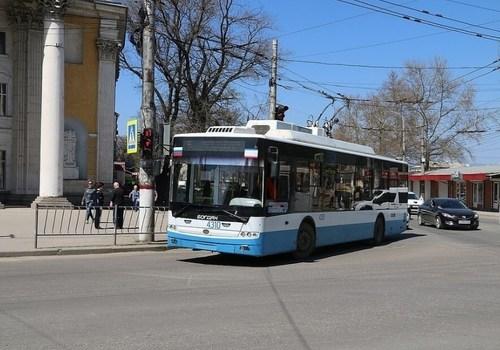 В Крыму контролер троллейбуса высадила детей за неуплату проезда